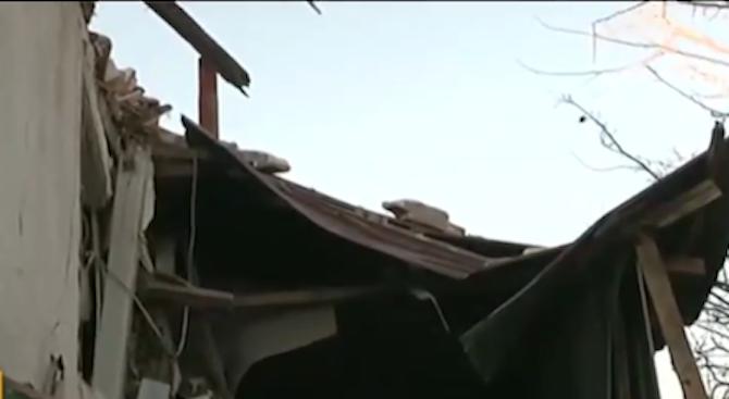 Силният вятър събори минаре на джамия в Омуртаг