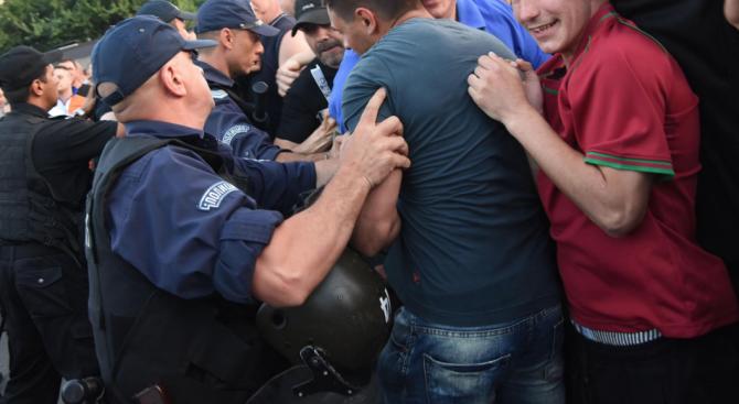 Трима се биха на улица в Павликени след скандал