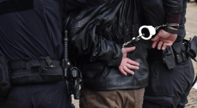 Арестуваха 62-годишен мъж, напсувал селски кмет