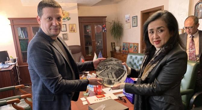 Посланикът на Индонезия у нас с бизнес предложение към Илиан Тодоров