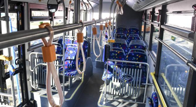 Баба пострада при потегляне на автобус от градския транспорт