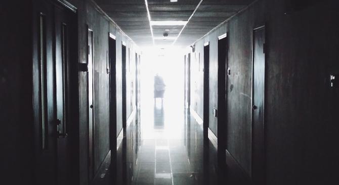 От областната болница в Сливен призоваха близките на изоставен пациент да го приберат