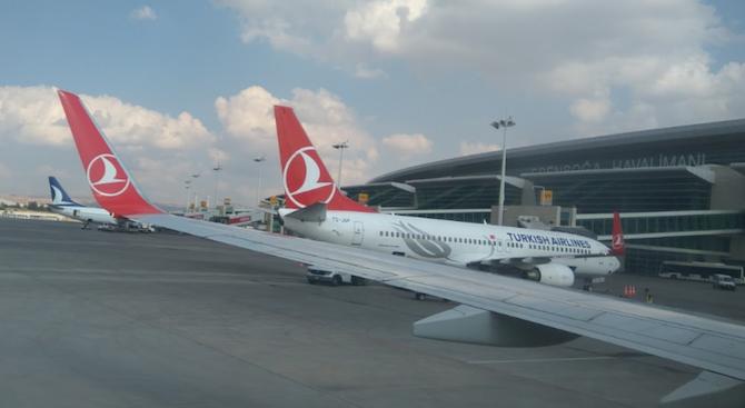 Самолет, летящ от Техеран за Истанбул, бе отклонен заради съмнения за коронавирус