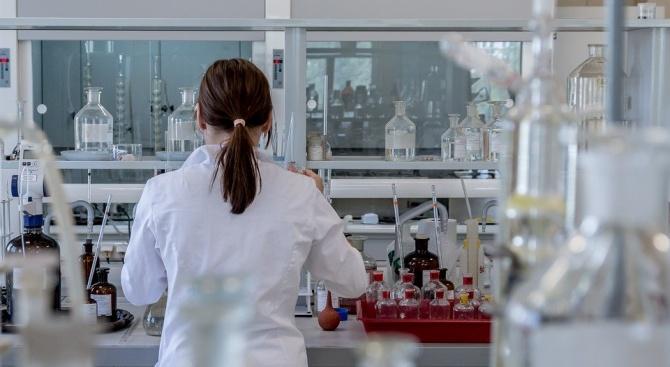 Микробиолог: Новият коронавирус мутира