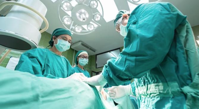 За пръв път в света присъдиха ръка от жив донор