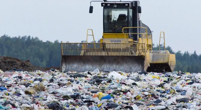Започва разчистване на нерегламентирано сметище в Разград