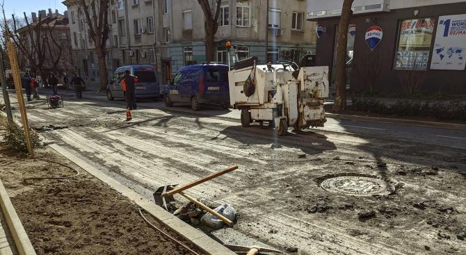 Преасфалтират наскоро асфалтирана улица във Варна