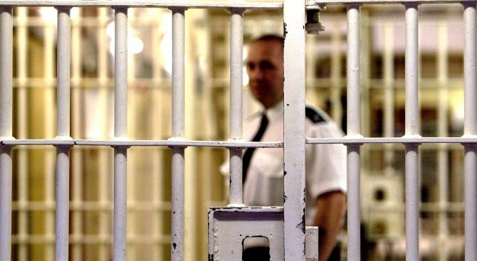 Пет години затвор за швейцарец, обвинен в тероризъм и трафик на оръжие
