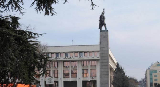 """Обследват сградите до площада """"Тройката"""" в Бургас, за да установят дали са паметници на културата"""