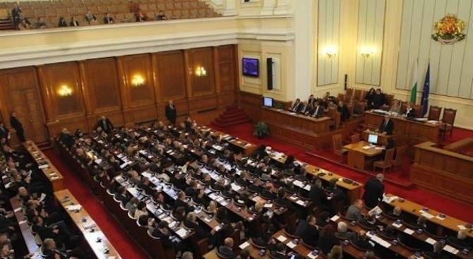 Депутатите обсъждат законови промени за изгарянето на отпадъци