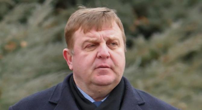"""Красимир Каракачанов ще награди ВВМУ """"Н. Й. Вапцаров"""""""
