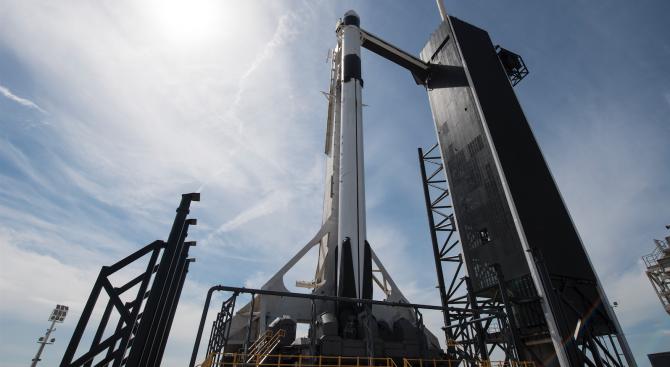"""Космическият товарен кораб """"Дракон"""" ще бъде изстрелян на 6 март"""