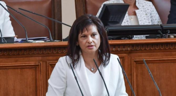 Дариткова: Осигурените българи трябва да могат да ползват болнични за карантина