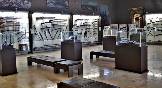 Регионалният исторически музей в Шумен подреди изложба с хладни оръжия на национални герои