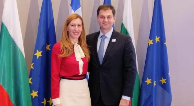 Министър Ангелкова разговаря с гръцкия си колега
