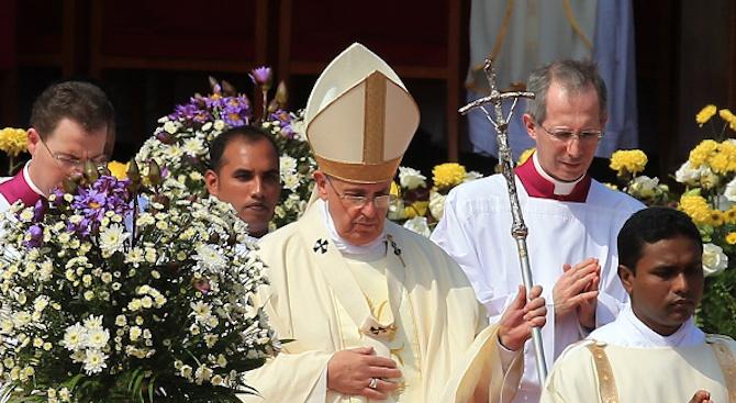 Папа Франциск изрази солидарност към заразените с новия коронавирус и лекарите