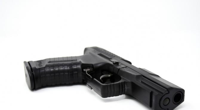Арестуваха двама в Добрич заради незаконен газов пистолет