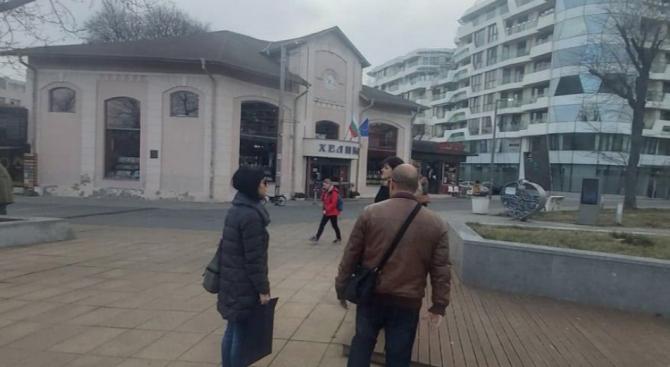 """Експертна комисия вече обследва сградите в района на площад """"Тройката"""" в Бургас"""