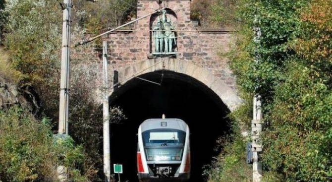 Спират движението на влаковете между Карлово и Антон заради ремонт