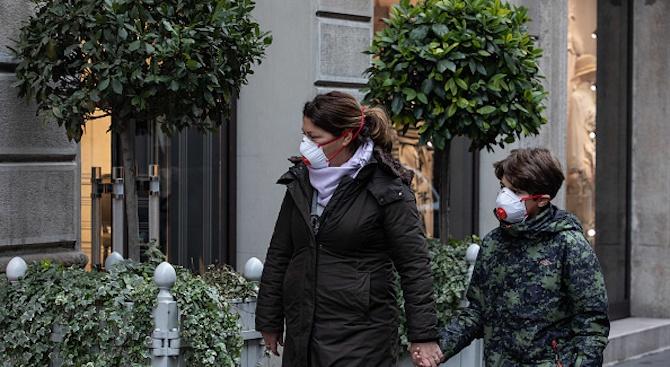 """Героите, които рискуват здравето си в италианската """"червена зона"""""""
