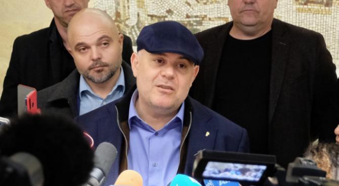 Гешев: Двама прокурори са на разговори на високо ниво в ОАЕ за Васил Божков