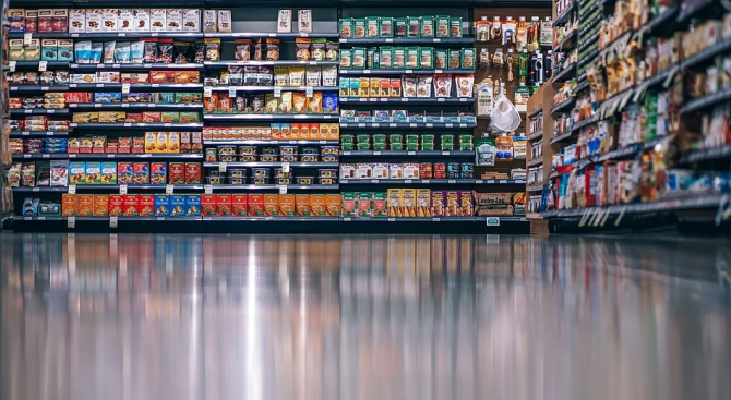 Хранителни продукти с изтекъл срок на годност са иззети в Сливен