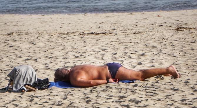 """Открива се процедура за възлагане на концесия за морски плаж """"Златна рибка"""""""