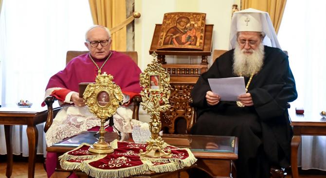 Патриарх Неофит прие дарените от Папата мощи на свети Климент и свети Потит
