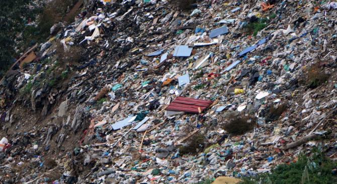 РИОСВ - Шумен спря някои от дейностите на площадката за отпадъци в Попово