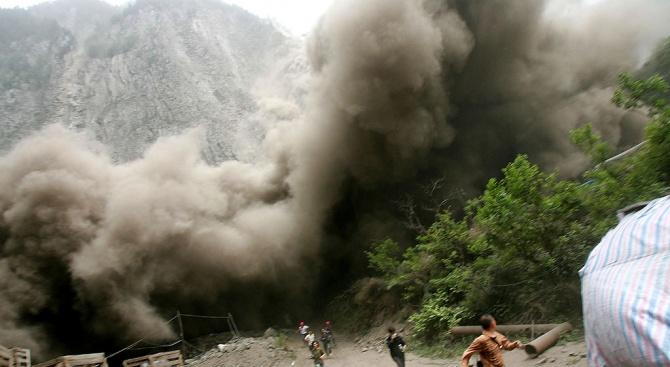 Бебе оцеля по чудо в кално свлачище в Колумбия