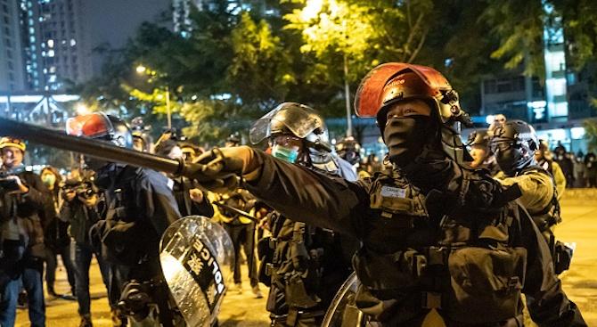 Медиен магнат и двама активисти са арестувани в Хонконг