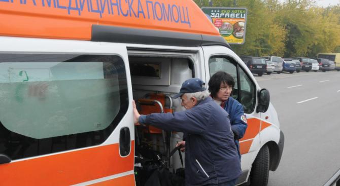 Кола помете дядо в Димитровград