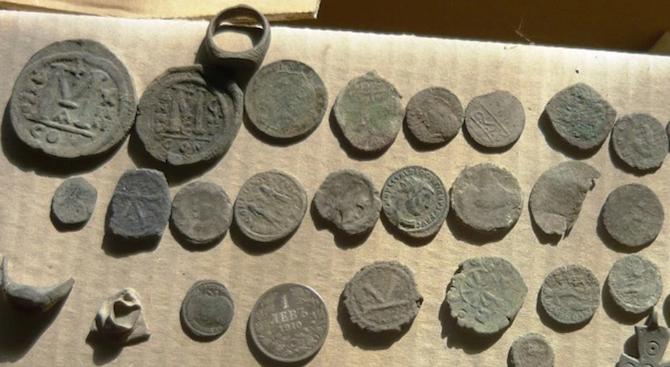 Иззеха голямо количество римски и тракийски монети в Старозагорско
