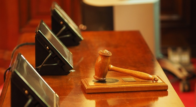 Съдят мъжа, убил жестоко баба си във Велинград