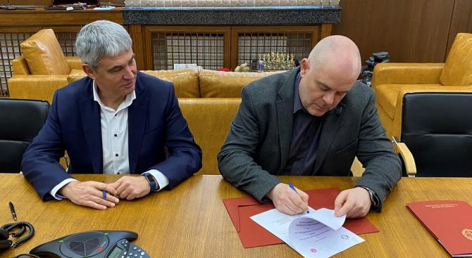 Иван Гешев подписа с КНСБ Меморандум за разбирателство и сътрудничество