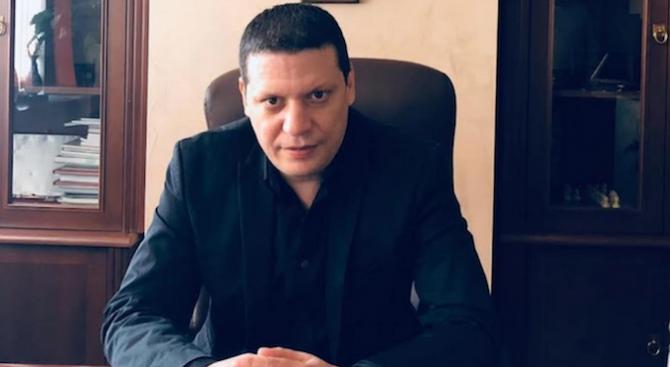 Илиан Тодоров: Мая Манолова да спре с дивия популизъм и опитите за сепаратизъм във ВиК-сектора