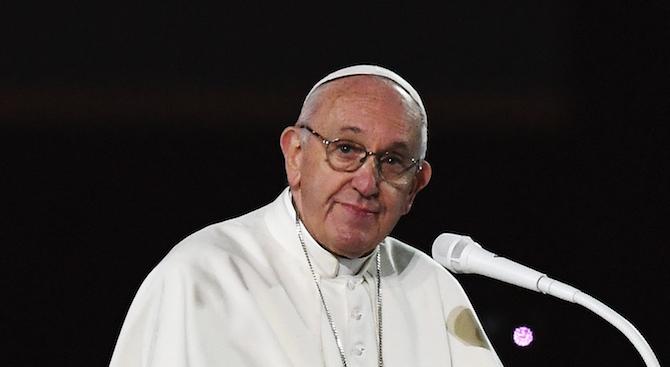 Папата втори ден с настинка, отмени днешните си аудиенции