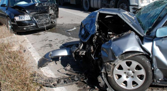 Две коли се сблъскаха в Исперих