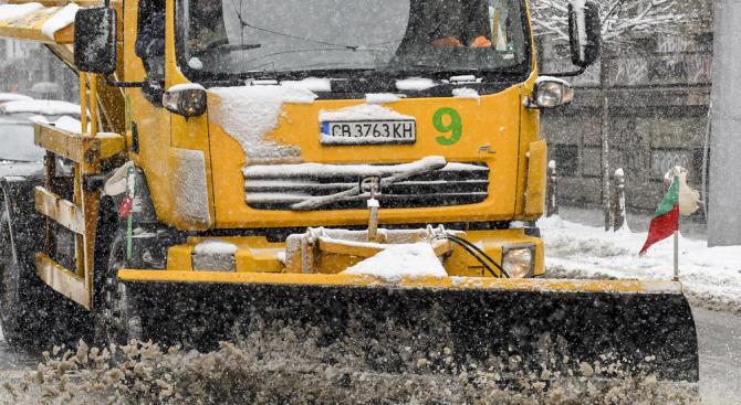 Автобусите с деца на Витоша се придвижиха до София
