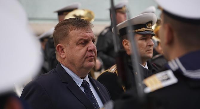 Каракачанов ще инспектира части от границата ни с Турция и Гърция