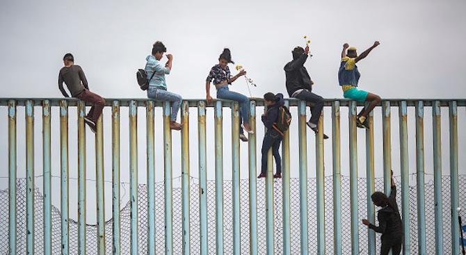 US съд постанови да бъде преустановено връщането в Мексико на кандидати за убежище