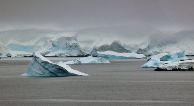 Скрит остров беше открит в Антарктика, след като ледът върху
