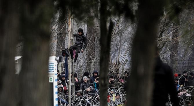 Гърция поиска извънредна среща на външните министри на ЕС заради опасността от нова мигрантска вълна