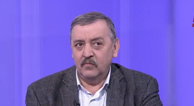 Тодор Кантарджиев: COVID-19 започва с потичане на бистър секрет от носа, развива се в дихателната система