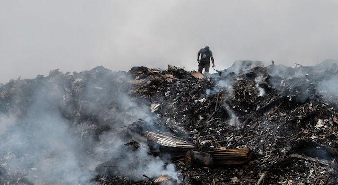 Изненадващи проверки за горене на опасни отпадъци в ромската махала в Пловдив