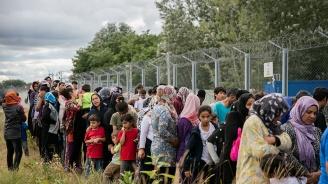 Стотици бежанци от Турция тръгнаха към България