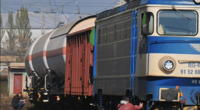 Влак блъсна и уби мъж на жп гара – Казанлък