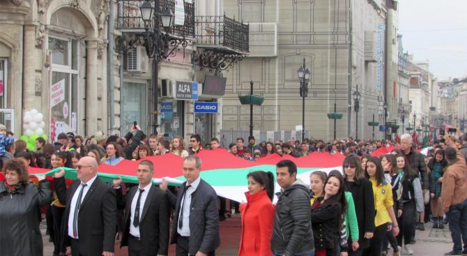 Русе отбеляза Трети март с парад на техника и 80-метрово знаме