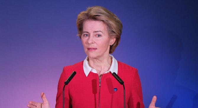 Урсула фон дер Лайен: Европа подкрепя Гърция в разгара на кризата с мигрантите