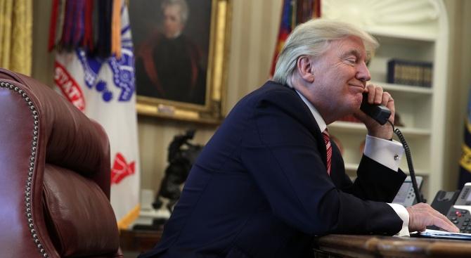 """Тръмп е провел """"хубав разговор"""" с водача на талибаните"""